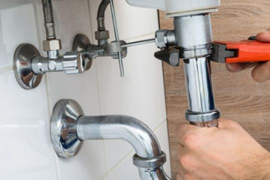 how-to-choose-a-commercial-plumber-to-look-after-your-plumbing-needs